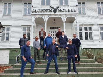 Signeringen fant sted i smittevernvennlige forhold på Gloppen Hotell.  Foto: Sande Settefisk