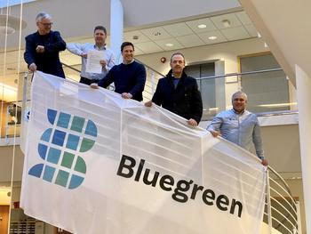 Signering av kontrakt. Fra venstre: Hallgeir Kjeldal (ordfører), Nils-Johan Tufte, Geir Andresen, Torstein Dahl (vara-ordfører), Elg R. Thunes. Foto: Bluegreen.