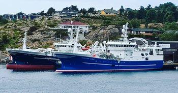«Endre Dyrøy» av 1971 ble avløst av «Endre Dyrøy» av 2001 (t.v i bildet) som igjen ble avløst av «Endre Dyrøy» som ble innkjøpt til rederiet i 2018. Foto: Privat