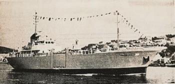 «Bukkeskjell» med sin karakteristiske sideport, var billedteksten til dette bildet i Skipsrevyen nr. 1 i 1971. Faksimile: Skipsrevyen