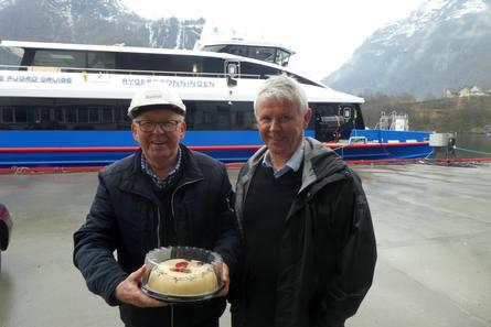 Anders Rødne (tv) og Tor Øivin Aa kan nyte en velfortjent marsipankake etter vellykket stabelavløpning.