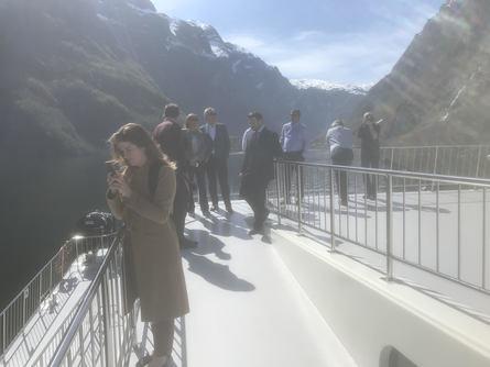 Med verdenspressen til stede presenterte Future of the Fjords seg i dag fra sin beste side i Nærøyfjorden Foto: Sigbjørn Larsen