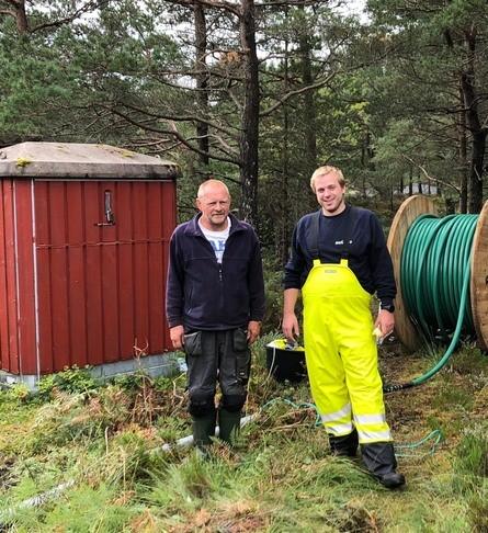 Marøytåa - Trond Sveen med elektrikar. Foto: E. Karstensen.