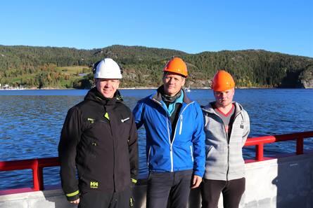 Prosjektleder Sindre Mathiesen fra Moen Marin AS, Ståle Kvalvik og Henning Pettersen fra Marine Harvest Norway AS region Nord.Foto: Moen Marin.