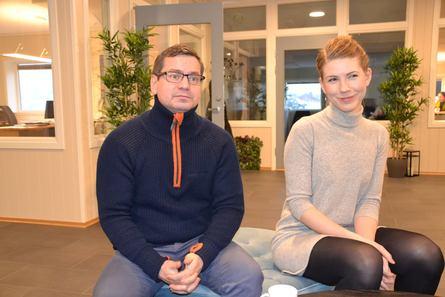 Daglig leder Roy Emilsen og sertifiseringskoordinator Ingeborg Johansen. Klikk for større bilde. Foto: Ole Andreas Drønen/Kyst.no.