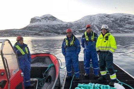 Driftsleder Ken Sverre Høstland (f.h.), driftsleder Joakim Dølvik og produksjonssjef Marius Olsen i Bjørøya AS var i vinter sammen med salgssjef for Region Nord i AKVA group, Jøran Strand, på besøk hos Lerøy Aurora AS, som fikk levert tilsvarende fôrflåter i 2017 og 2018. Foto: AKVA group.