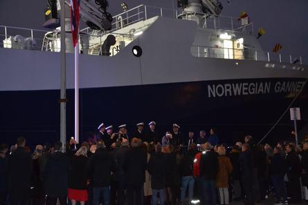 Det var mange folk som tok turen på Hav Line sin dåp av sin nye praktbåt Norwegian Gannet. Foto: Kyst.no.