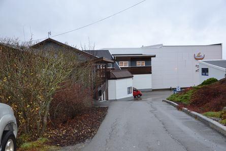 Det er her på Lauvøya Emilsen Fisk sine kontorer ligger. Klikk for større bilde. Foto: Ole Andreas Drønen/Kyst.no.