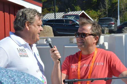 Fiskeriminister Harald T. Nesvik og Arne Hjeltnes. Foto: Ole Andreas Drønen.