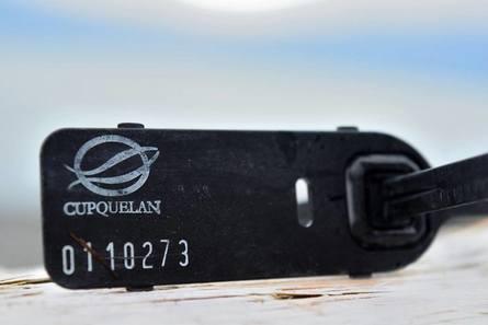 Etiqueta de elemento encontrado por Greenpeace en el microbasural. Foto: Greenpeace.