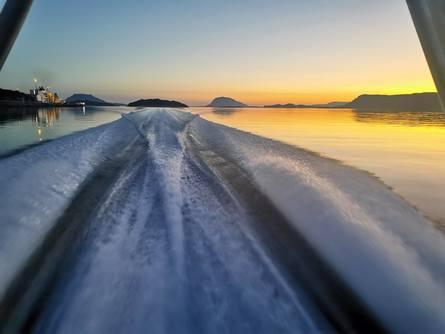 På maks-fart legger el-båten
