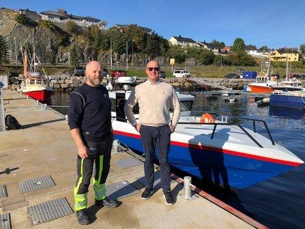 F. v.: Per Helge Buvarp, vedlikeholdsleder i Midt Norsk Havbruk, og Greger Samuelsen, markedssjef i Folla Maritime Service. Foto: Folla Maritime Service AS.