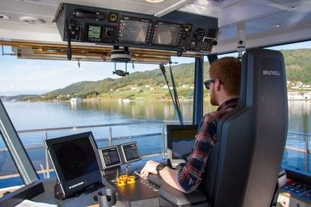 Mannskapet på broen har gode arbeidsforhold på det nye fartøyet. Foto: Maritime Partner