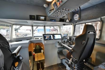 Romslig styrhus med god plass til et dykkerteam på 4. Foto: Hukkelberg Boats