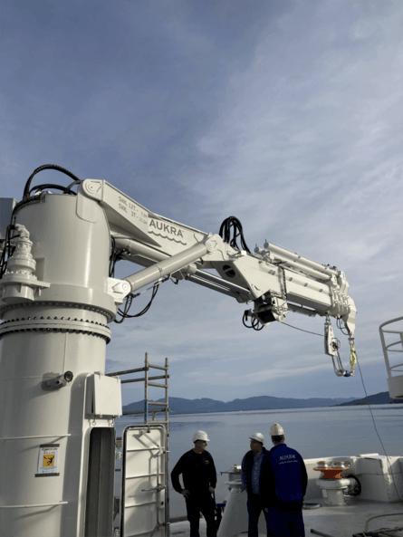 Fartøyet er utstyrt med Aukra kraner. Foto: Salthammer Båtbyggeri
