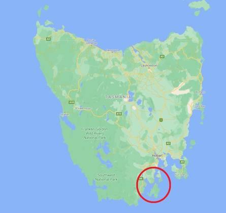 Fisken rømte fra et anlegg i D'Entrecasteaux Channel, markert med sirkel. Klikk for større. Kart: Google.