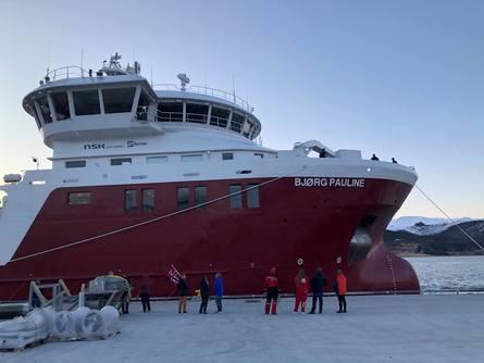 Brønnbåten «Bjørg Pauline» ankom mandag kveld Nord-Norge til stor bravur fra oppmøtte Nordlaks ansatte. Foto: Nordlaks.