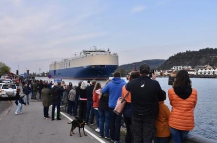 Mange skuelystne hadde møtt frem for å overvære begivenheten som ble direktesendt i flere medier. Foto: Røyken og Hurums Avis.
