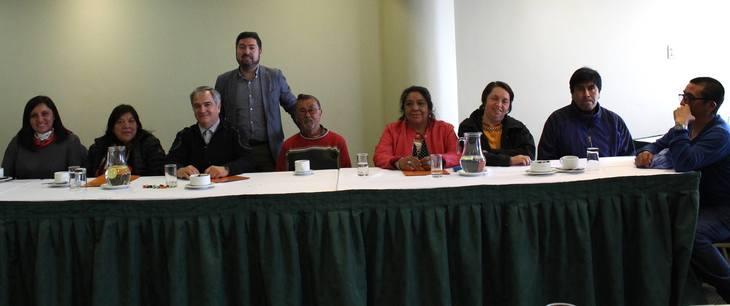 Salmonicultores y comunidades Kawésqar firman convenio