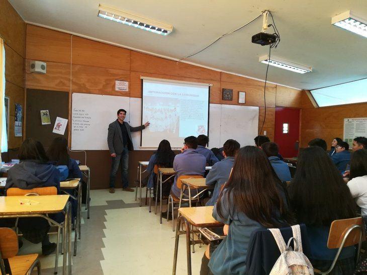 Cermaq realiza jornada de charlas a estudiantes de Ancud