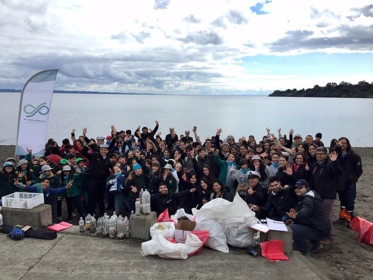 Alumnos de Puerto Varas, Llanquihue y Chayahué se unen para limpiar playas