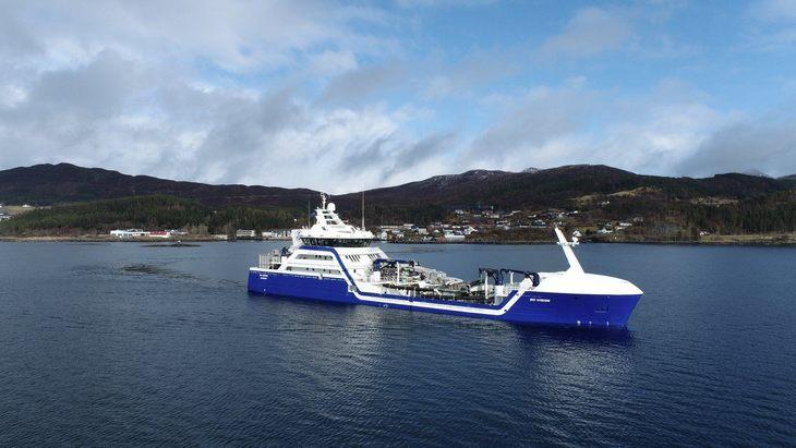 Así opera el primer wellboat híbrido del mundo para la salmonicultura