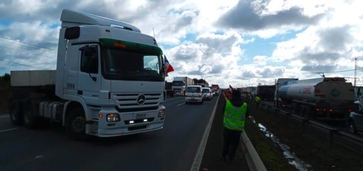 Camioneros de Puerto Montt y Chiloé se pliegan a jornada nacional de movilización