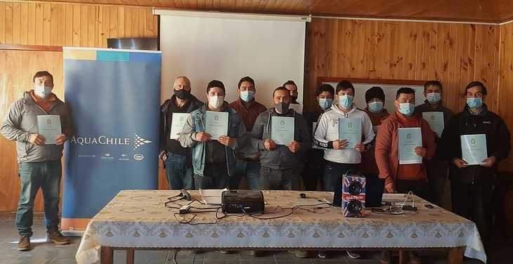 Pescadores de Quellón se capacitan con apoyo de AquaChile