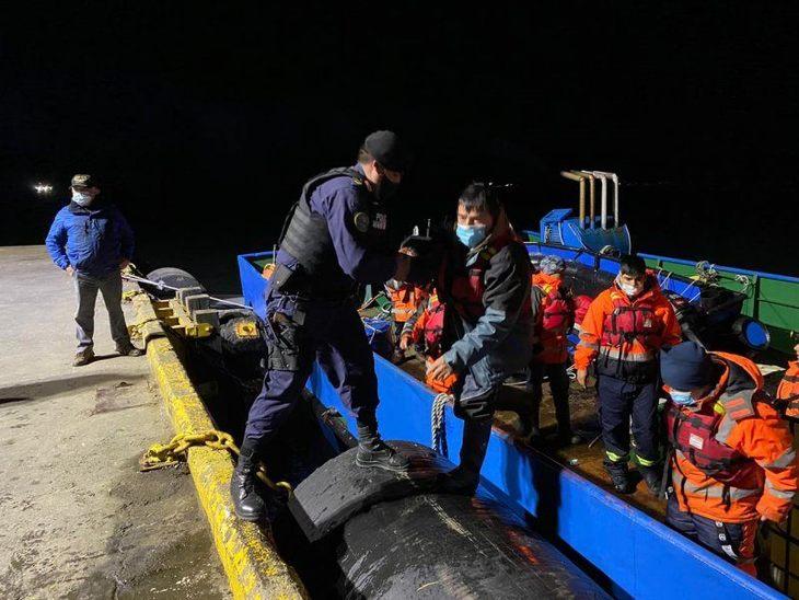 Rescatan a 22 personas desde centro de Australis en Puerto Natales