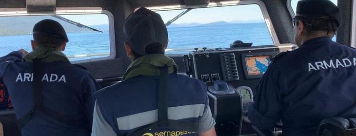 Sernapesca y Armada inspeccionan contingencia estructural en centro de Los Fiordos