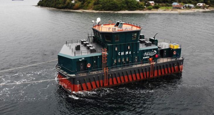 Entregan pontón diseñado para zonas de alta energía a Salmones Aysén