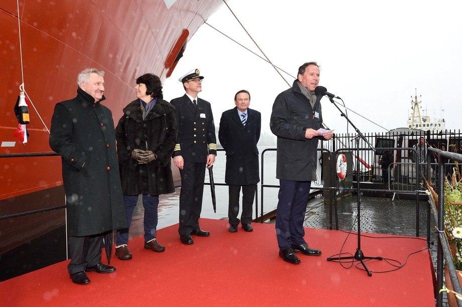 Frå venstre: Thierry Pilenko (President, Technip), Patricia Pilenko (gudmor), Terje Kallevåg (Kaptein Viking Neptun), Jan Fredrik Meling (konsernsjef, Eidesvik) og Ståle Rasmussen (konsernsjef, Kleven)