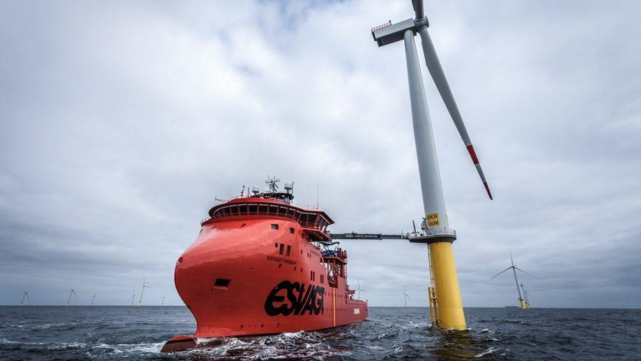 Nye satsningsområder: Havyard satser på at andre markeder som fisk, oppdrett og fornybar energi skal kompensere noe for svikten i offshoremarkedet. Her representert ved en Havyard 832 SOV som opereres av ESVAGT på vindkraftfeltene til Siemens. FOTO: Siemens AG