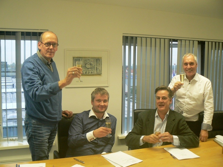 Contract signing (2)_LR
