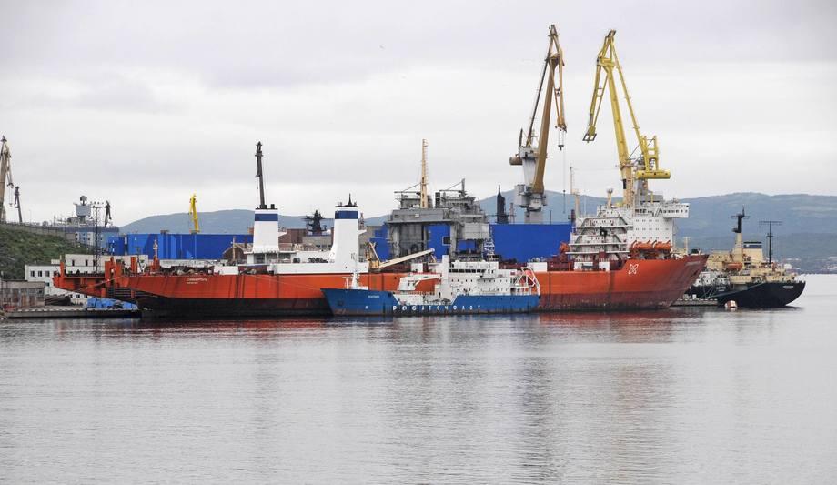 Etter ca. 15 års opplag her ved basen i Murmansk er det 260 m lange LASH-skipet Sevmorput (Den Nordlige Sjøruten) oppgradert for å settes inn i transport til de arktiske militærbasene og til den nye sink og bly-gruven syd på Novaya Zemlya.
