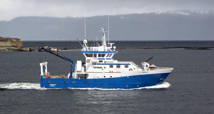 Gunnerus er et forskningsfartøy eiet av NTNU, Norges teknisk-naturvitenskapelige universitet i Trondheim. Båten driver forskning på havbruk og marine miljøer. Foto: © Helge Sunde / Samfoto