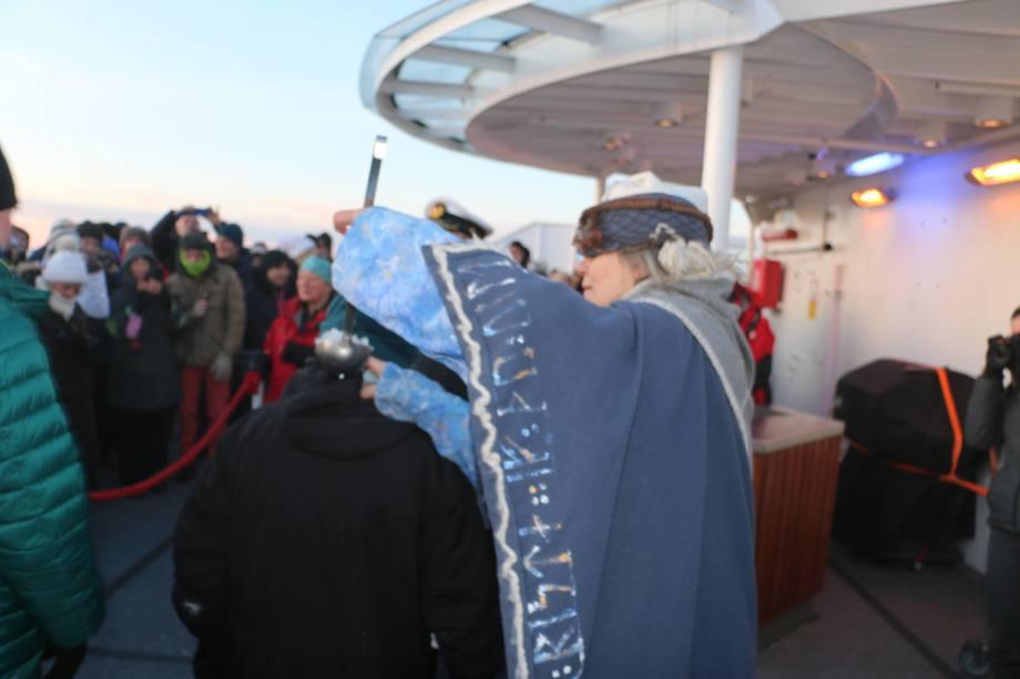 Polarsirkeldåp er en iskald fornøyelse. Foto: Vibeke Blich