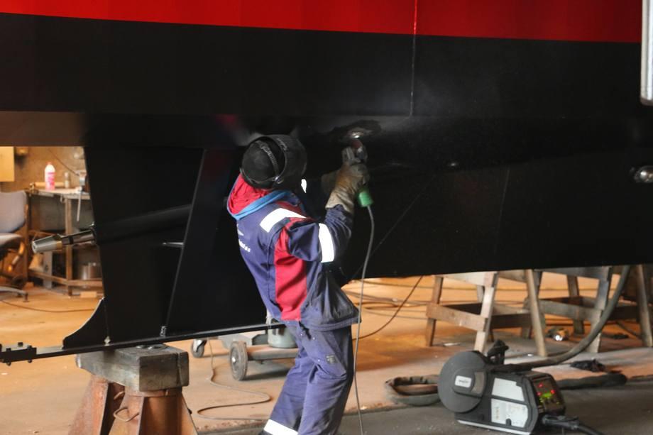 Arbeid på båten er gjhort i ledige stunder over lang tid ifølge Oddvar Oma. Foto: Vibeke Blich.