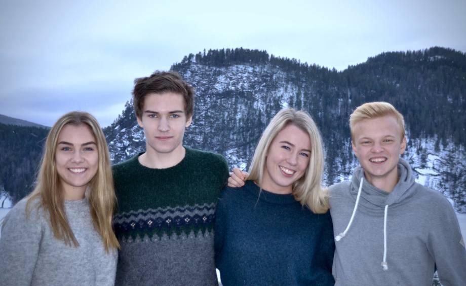 Studentene (f.v) Elisabeth Tørre Særsland  Daniel Myrene, Marthe Aunevik og Kristian Sletner har utviklet en egen taresnacks. Foto: Privat.