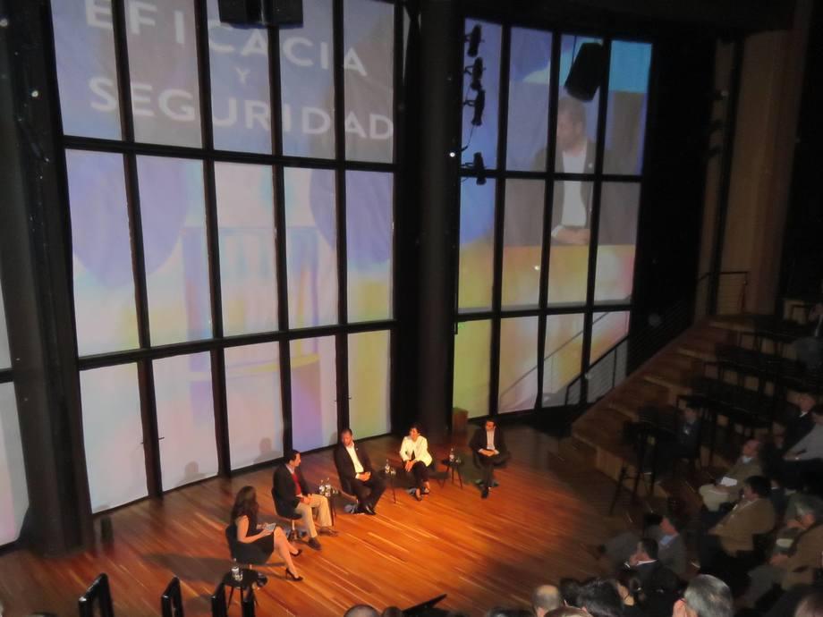 Durante el lanzamiento de FAV/Abbott en el Teatro del Lago. Foto: Salmonexpert