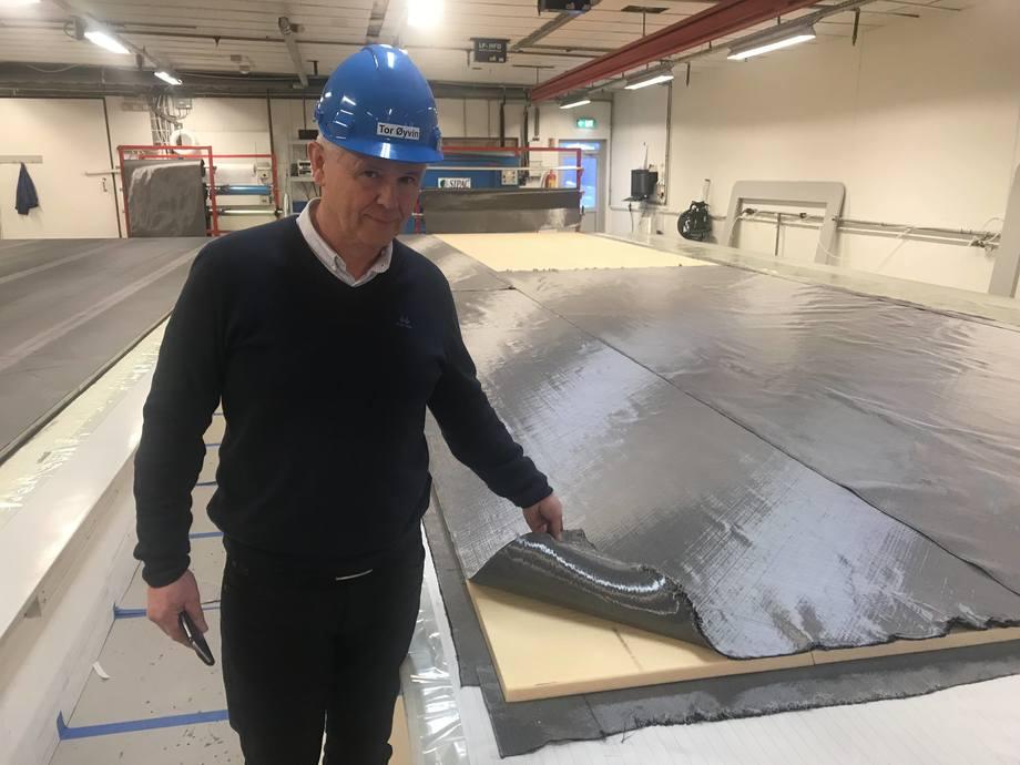 Like sterkt som stål: - Fremtidens passasjerferger vil være karbonfiber, sier Tor Øivin Aa.
