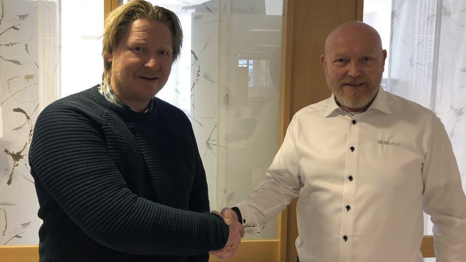 Måsøval Fiskeoppdrett har signert kontrakt på en ny fôrflåte fra AKVA group. Flåten har åtte fôringslinjer og skal settes i drift på ved en av selskapets lokaliteter på Frøya. Foto: AKVA group.