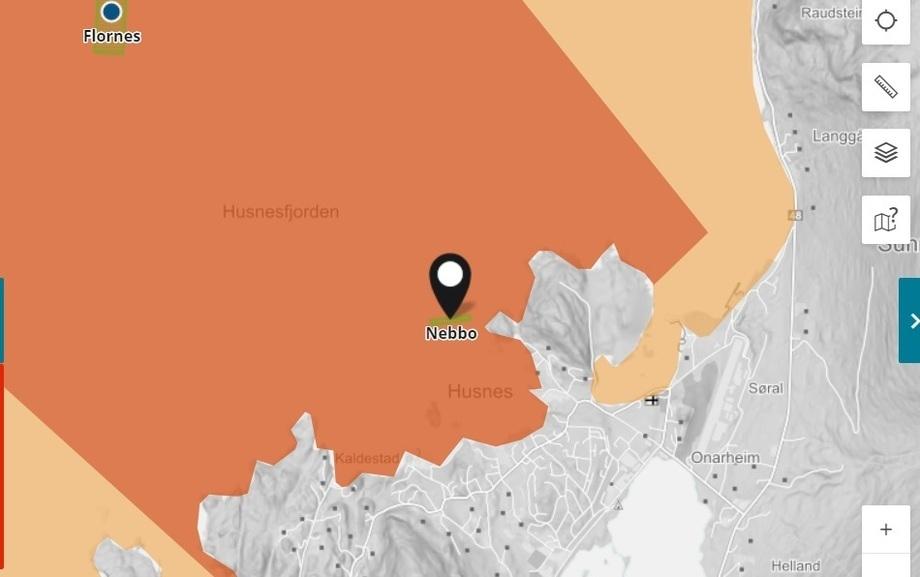 Bekjempelsesonen for ILA er nå opphevet i Kvinnherad kommune, og Lingalaks og Fylkesnes Fisk får igjen lov å sette ut fisk på lokaliteten Nebbo. Fotoillustrasjon: Barentswatch.