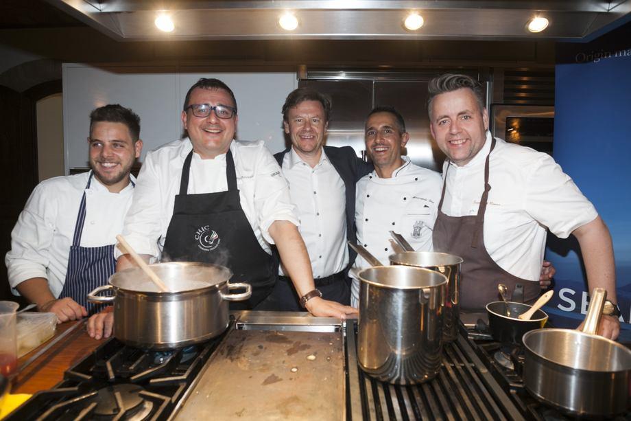 <p>Trym Eidem Gundersen her sammen med blant annet stjernekokkene Sven Erik Renaa og Paolo Barrale p&aring; Barbera Fishfestival i fjor. Foto: Norges sj&oslash;matr&aring;d.</p>