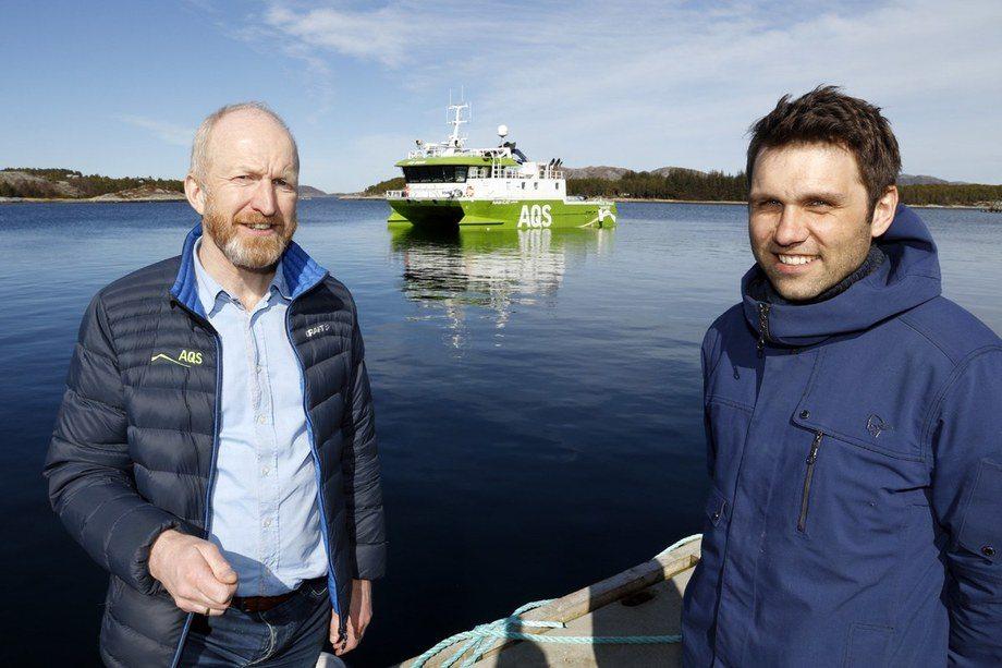 AQS AS og KB Dykk AS har inngått intensjonsavtale om fusjon. På bildet ser du daglig leder Ove Løfsnæs i AQS AS t.v og daglig leder Ola Krystad i KB Dykk AS. Foto: AQS.
