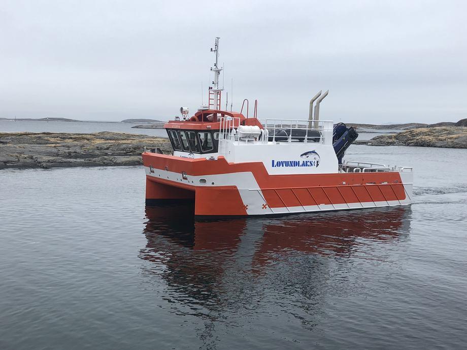 Oppdrettskatamaranen Solbryn blir stasjoner på Lovund og skal fungere som lokalitetsbåt på omkringliggende lokaliteter.Foto: Grovfjord Mek. Verksted.