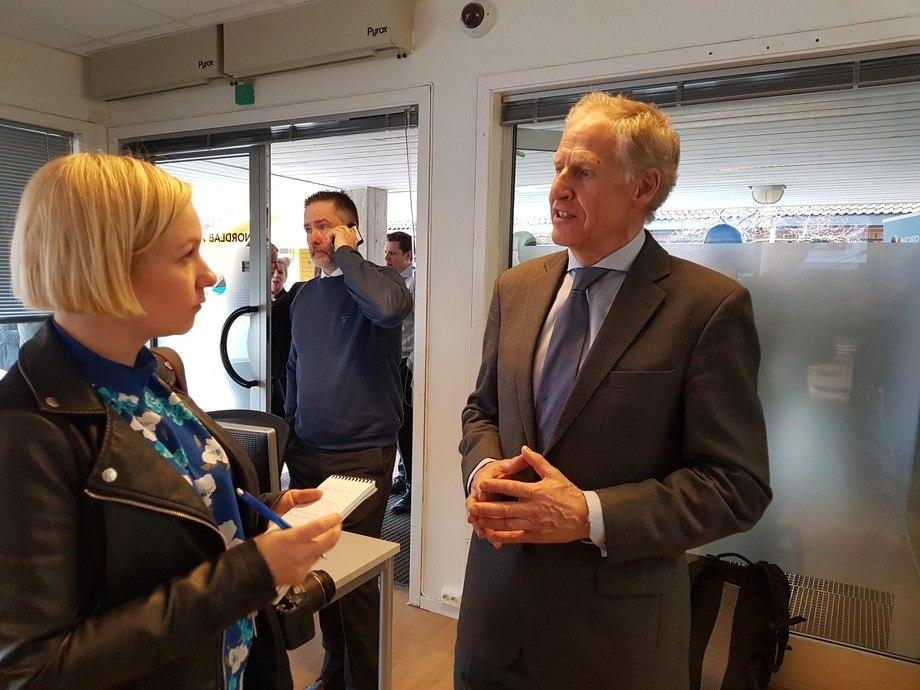 Professor Odd Jarl Borch er en av de sentrale initiativtakerne til Nordlab. Her blir han intervjuet av lokalavisen i Bodø.
