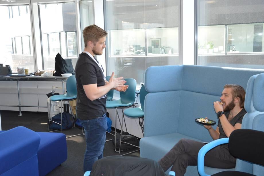 <p>Emil Lindfors er prosjektleder for AquaHack 2018 og sier det er mange gode ideer som er utviklet under &aring;rets AquaHack. Foto: Ole Andreas Dr&oslash;nen.</p>