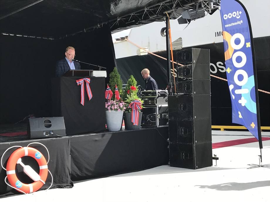 <p>Fiskeriminister Per Sandberg fikk æren av å åpne Kråkøya Kysthavn.Foto: NFD/ Lisa Nordøen.</p>