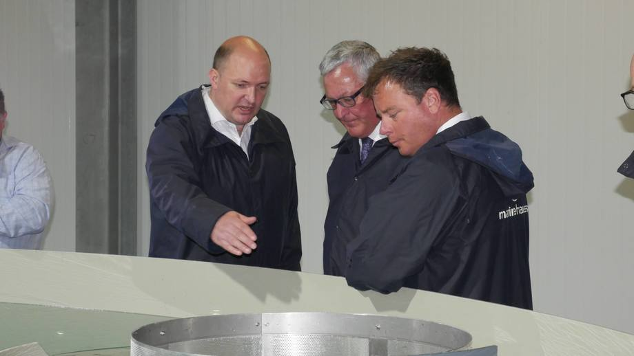 <p>John Richmond, left, shows Fergus Ewing a fry tank while Ben Hadfield looks on.</p>